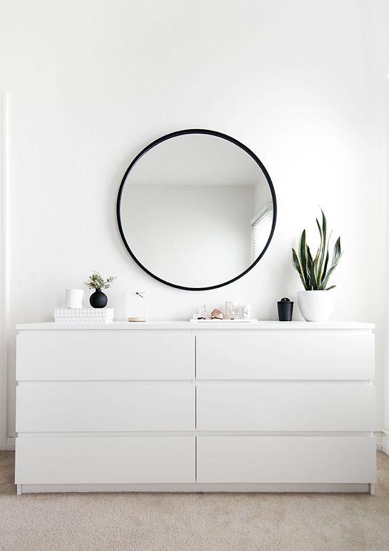 IKEA Malm ladekasten gecombineerd met een ronde spiegel