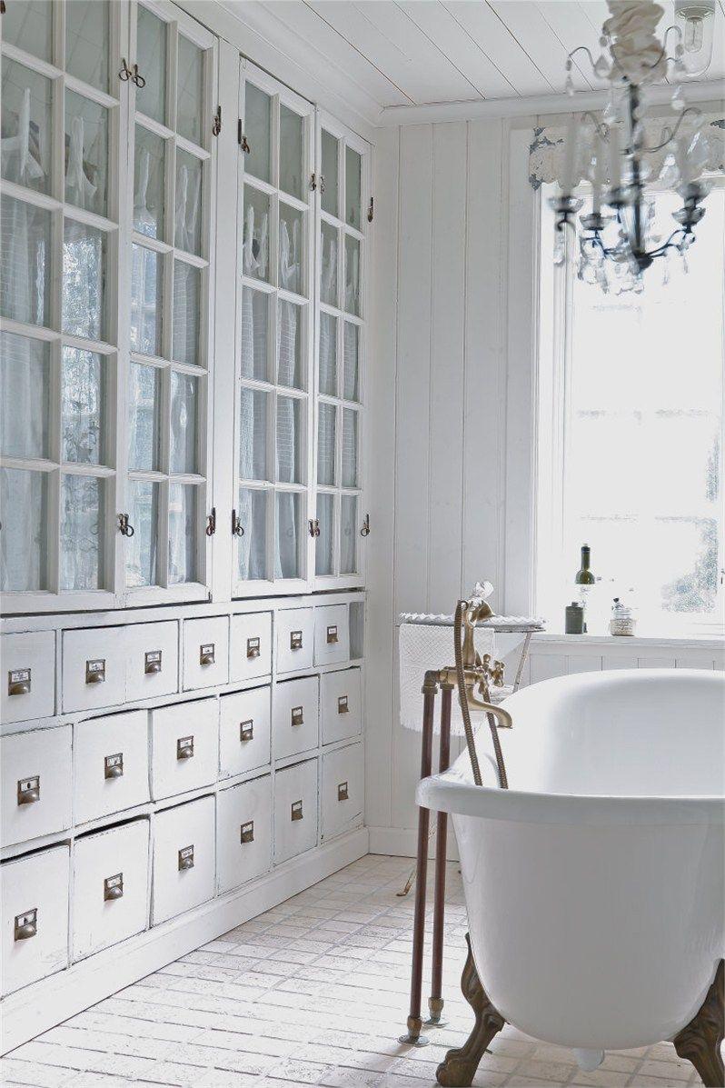 inbouw-vitrinekast badkamer