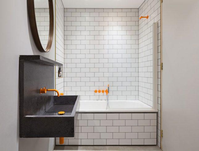 industriele badkamers voorbeelden oranje details