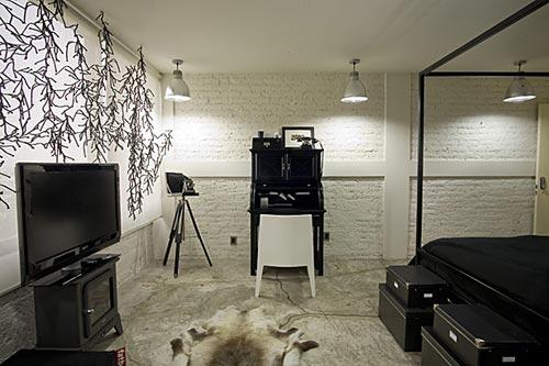 Industriële slaapkamer zwart wit  Interieur inrichting