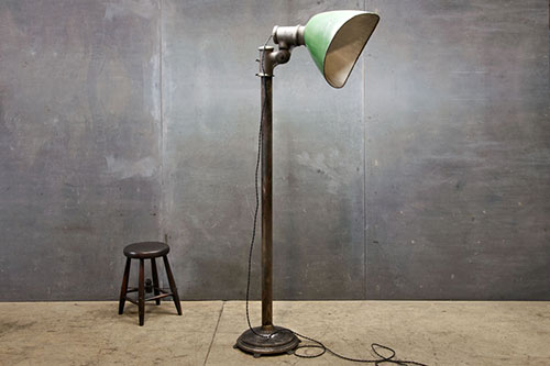 dit is de fortuny lamp een industriu00eble staande lamp ontworpen in 1907 ...