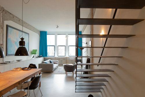 Industri le zwarte stalen trap interieur inrichting - Deco woonkamer met trap ...