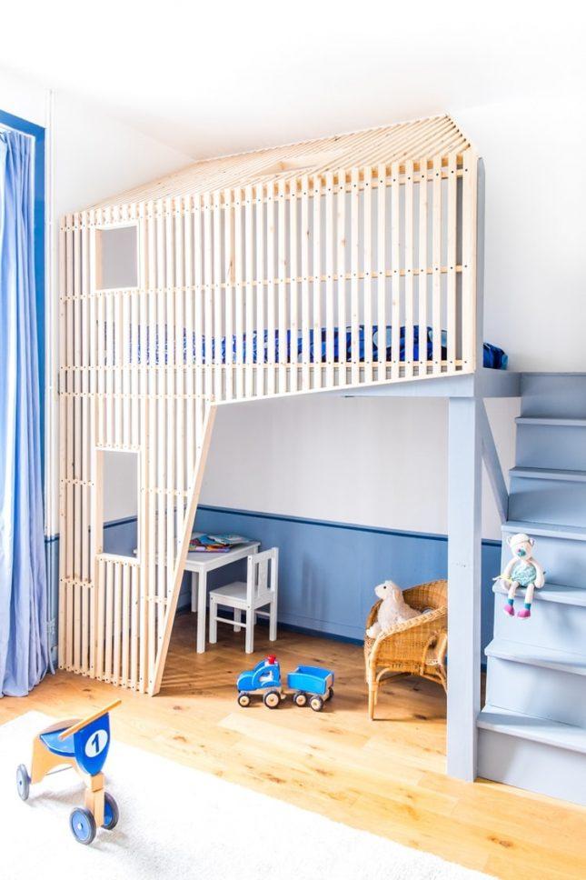 Jongenskamer met een modern hoogslaper huisje interieur inrichting - Deco blauwe kamer ...
