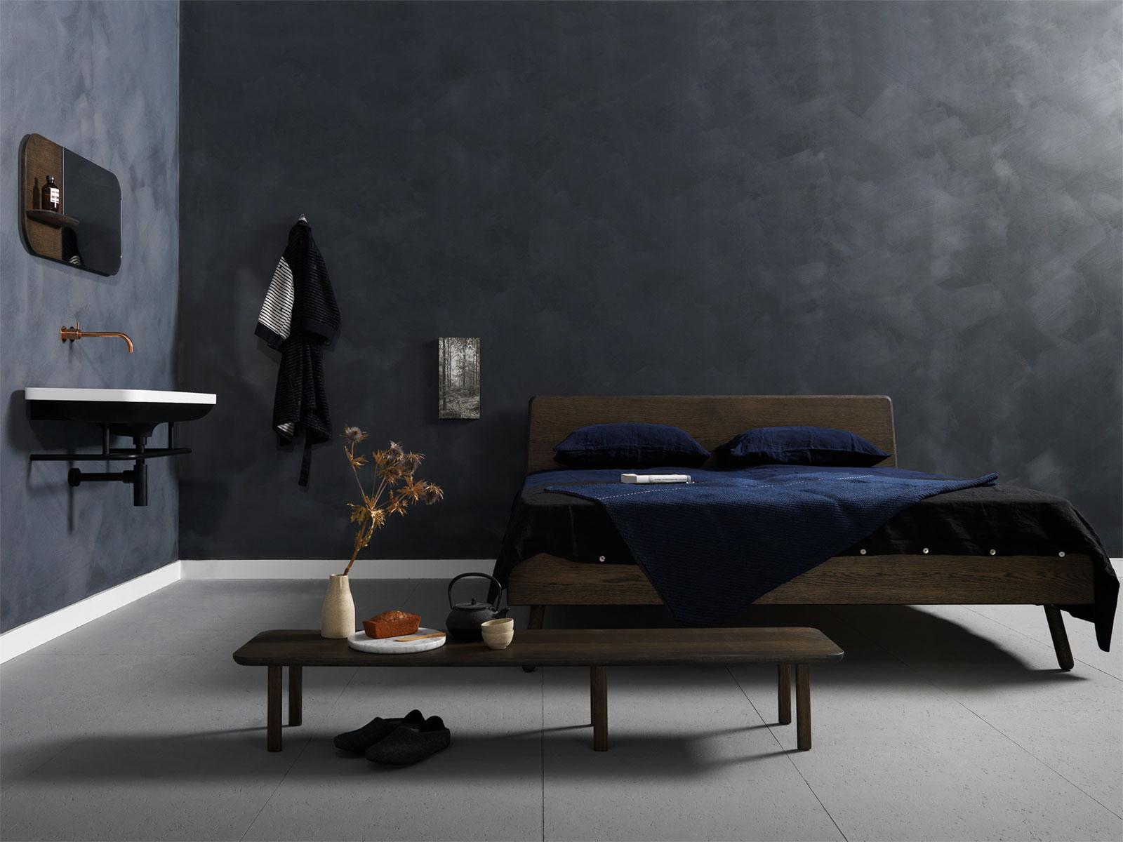 Slaapkamer met donkergrijze kalkverf muur - Slate van Bauwerk Colour