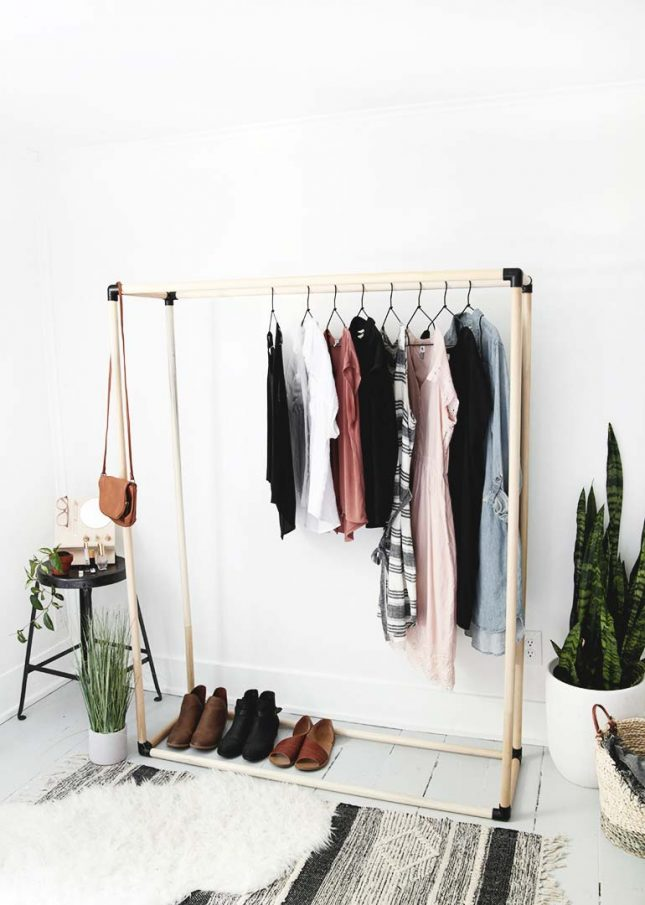Kapstok maken met houten kledingrek