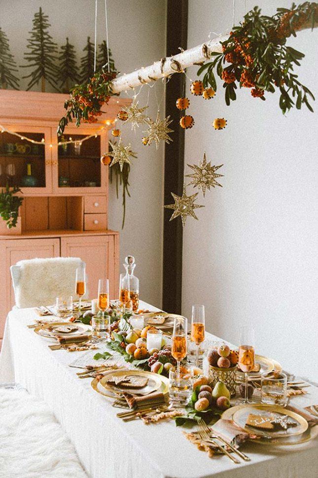 kersttafel dekken ideeën hanger boven tafel
