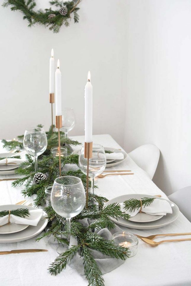 kersttafel dekken ideeën kaarsen