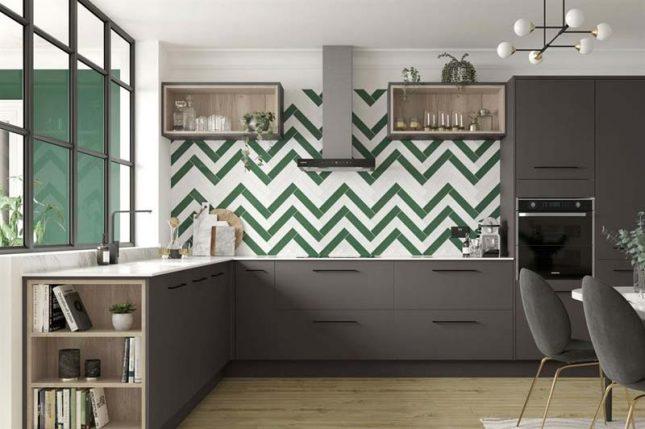 Keuken achterwand contrasterende visgraattegels