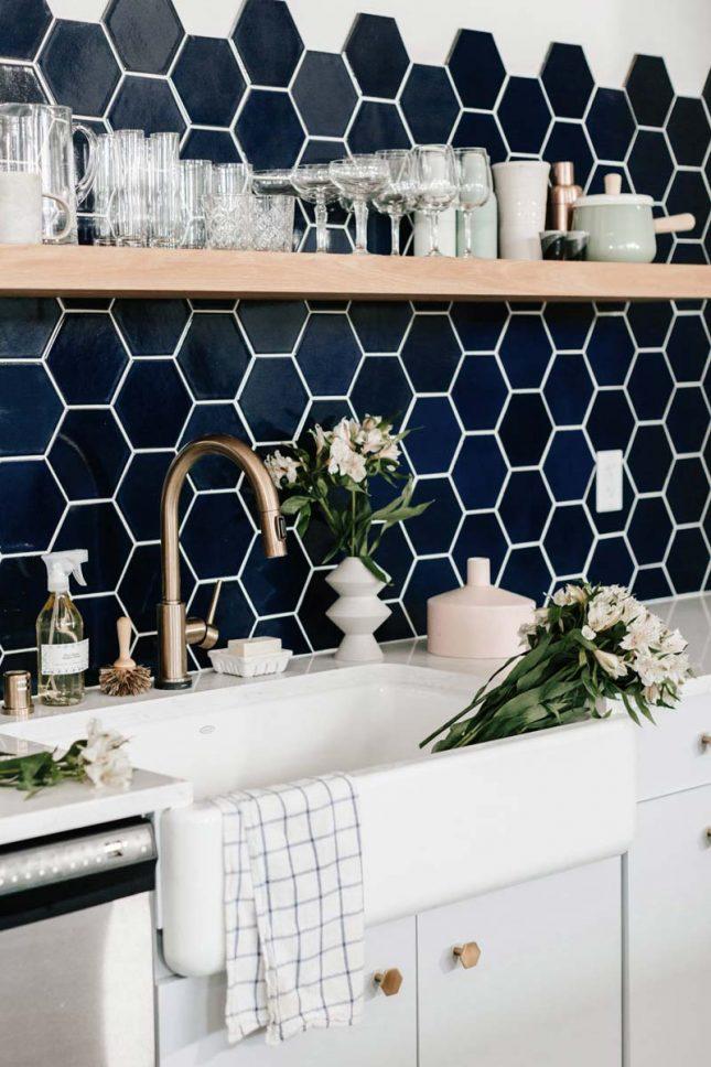 keuken achterwand grote hexagon tegels