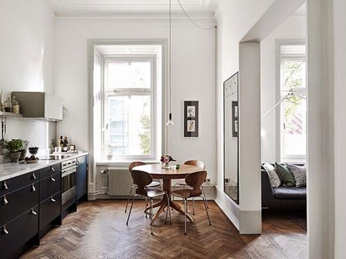 Keuken met open verbinding met woonkamer