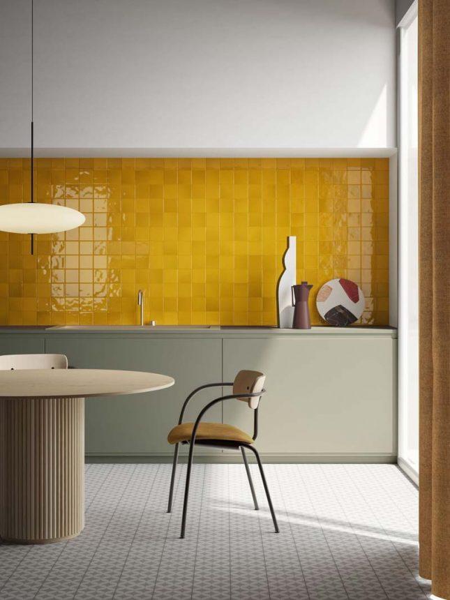 keukenwand gele tegels