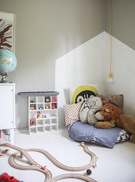 kinderkamer-geometrische-vormen-muur