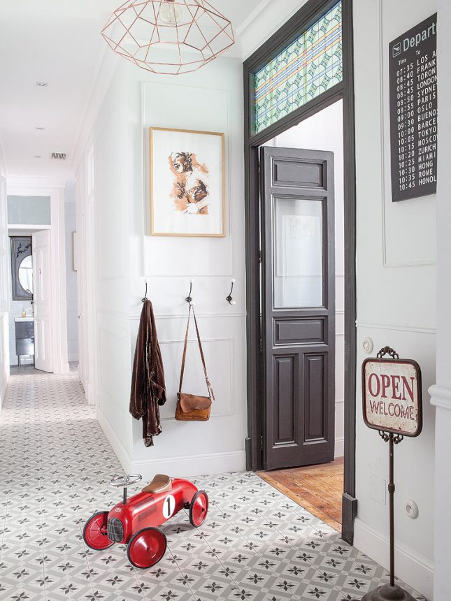 Klassieke hal inrichting met mooie details interieur inrichting - Appartement hal ...