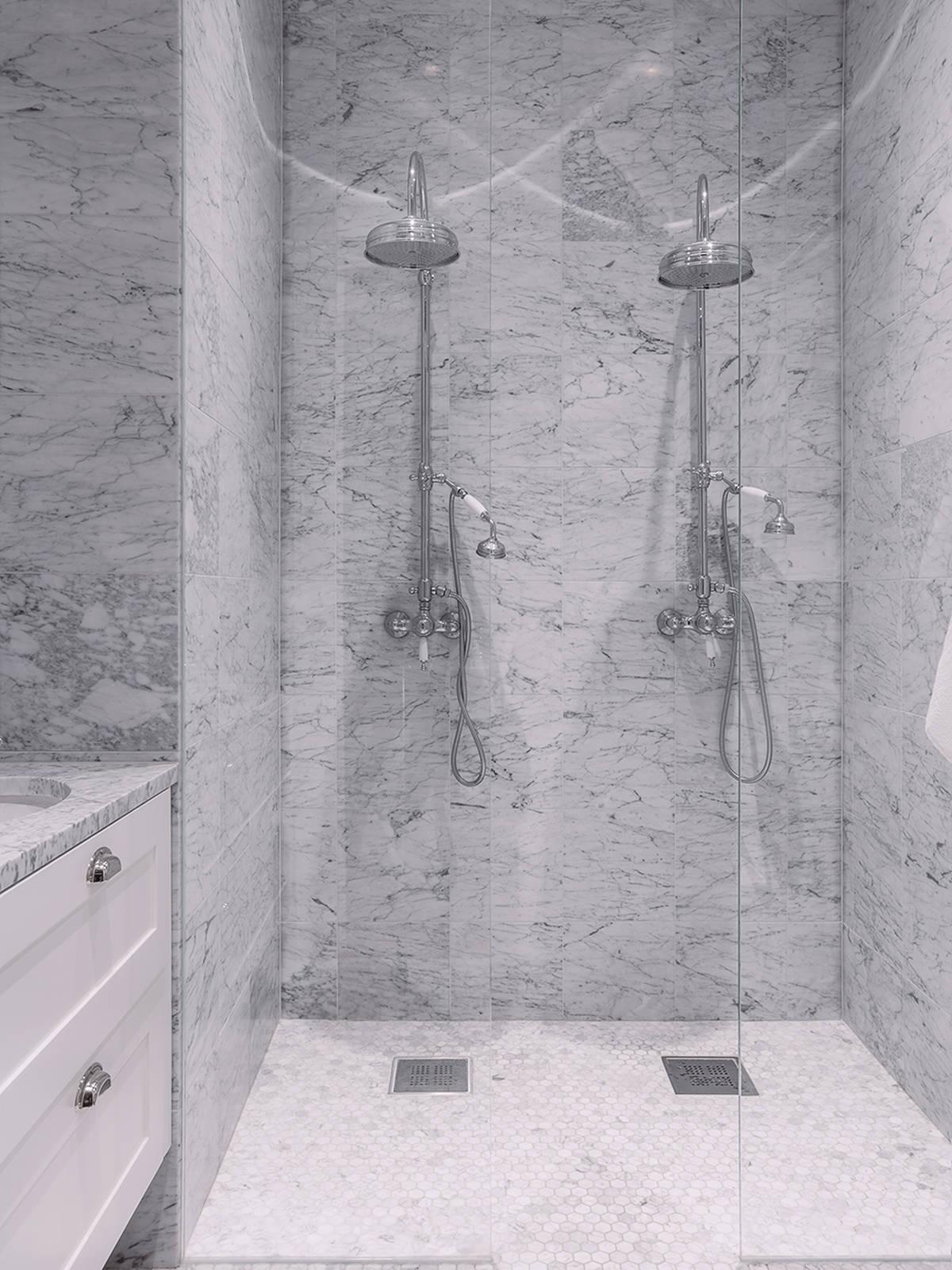Klassieke marmeren badkamer interieur inrichting - Marmeren douche ...