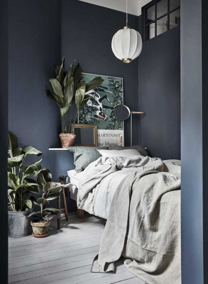 klein-appartement-van-30m2-met-denim-blauwe-muren