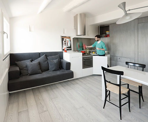 klein appartement op zolderverdieping oud vissershuisje interieur inrichting. Black Bedroom Furniture Sets. Home Design Ideas