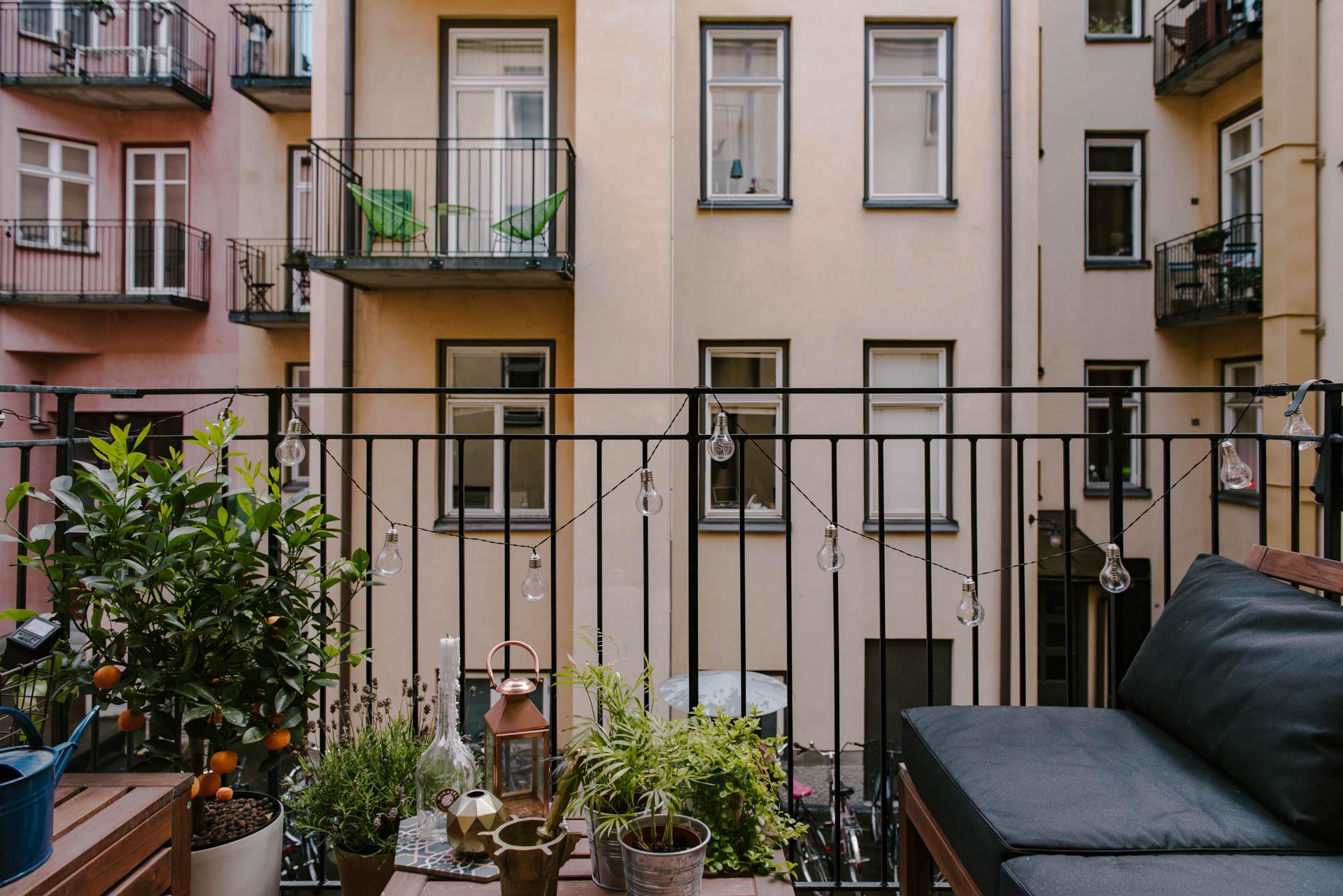 Klein knus balkon met IKEA ÄPPLARÖ