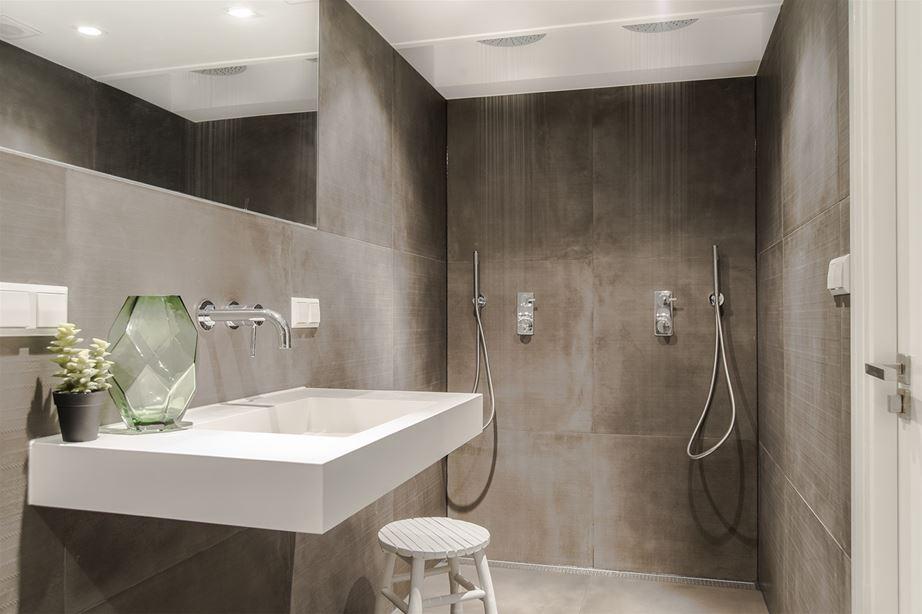Badkamer Ideeen Zonder Tegels : Kleine badkamer inrichting van 6m2 ...