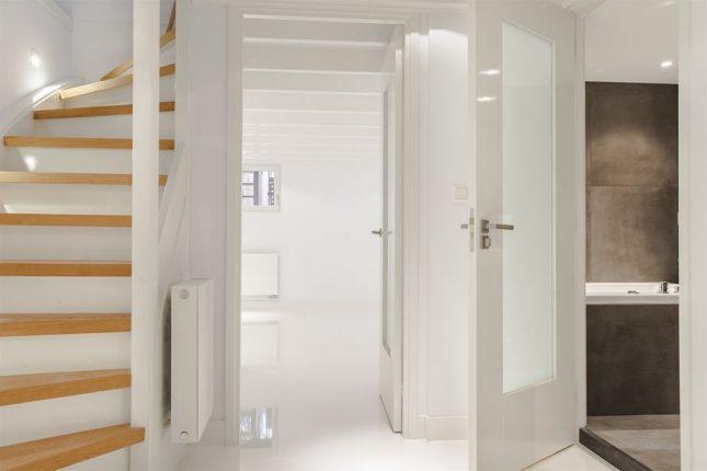 Kleine badkamer in souterrain