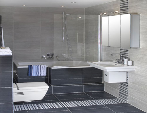 Kleine badkamer met bad interieur inrichting - Badkamer m met bad ...