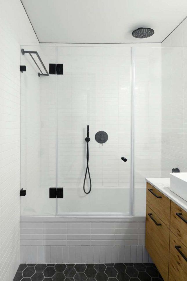 Kleine badkamers voorbeelden zwarte details