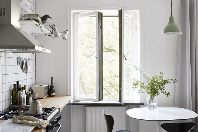 Kleine half open keuken van appartement van 38m2