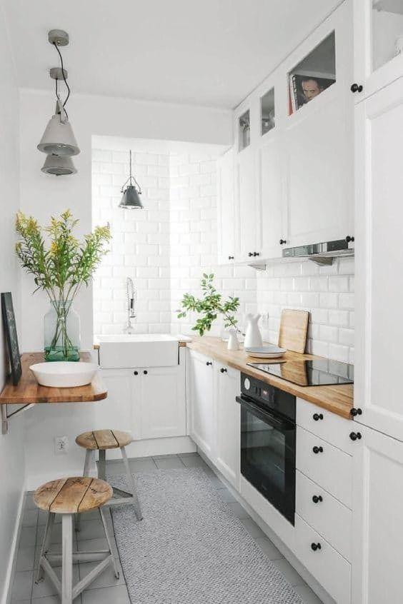Kleine keuken inrichten met lichte neutrale kleuren