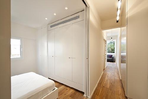 Kleine minimalistische slaapkamer interieur inrichting