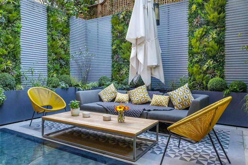 kleine moderne tuin verticale planten