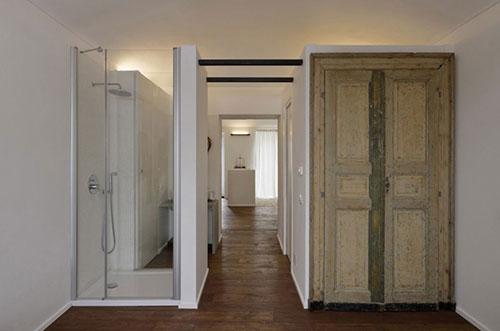 Kleine open badkamer