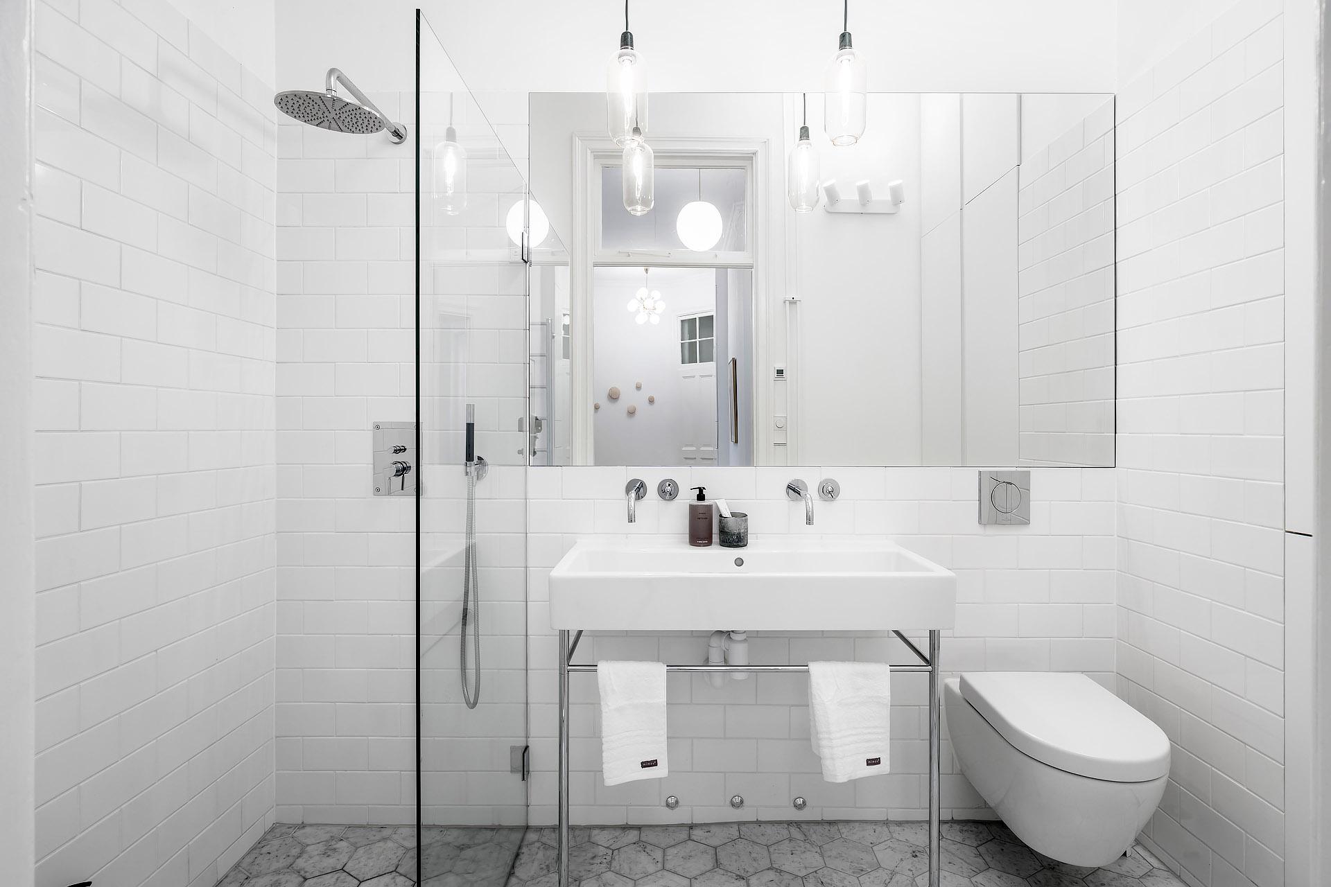 Kleine witte badkamer | Interieur inrichting