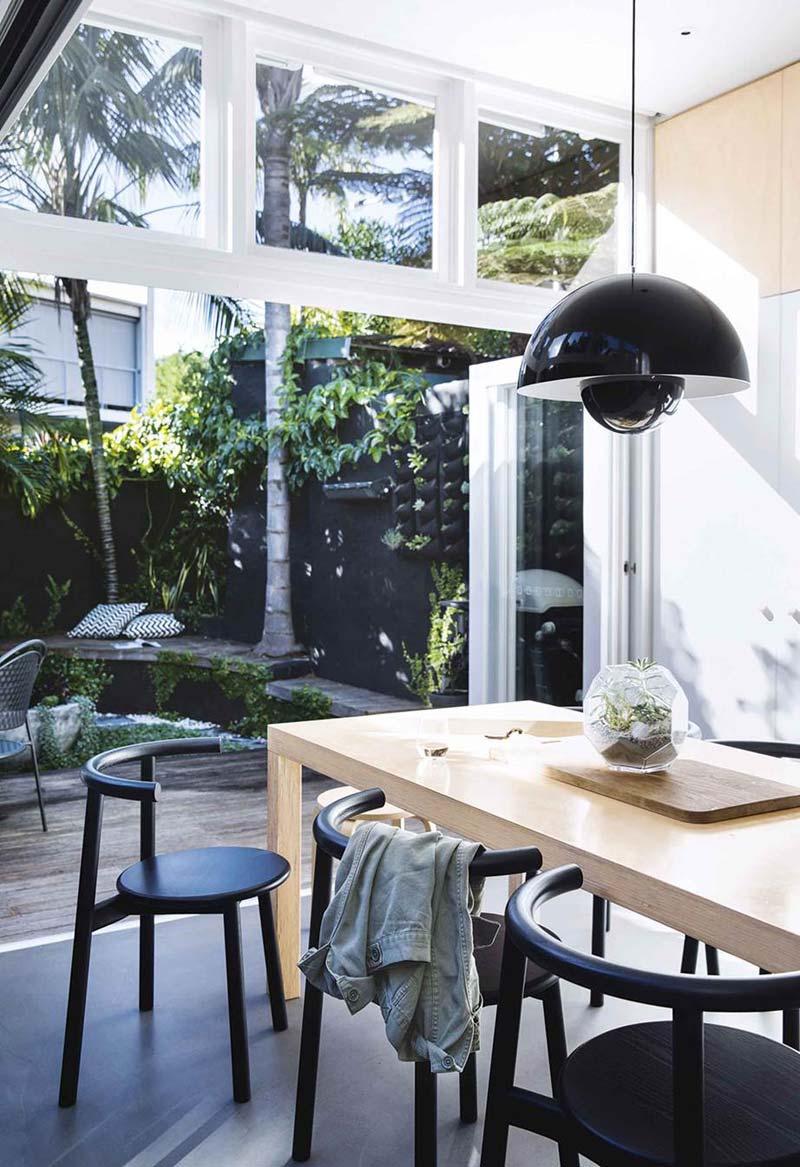 Kleine woonkeuken met toegang tot de tuin