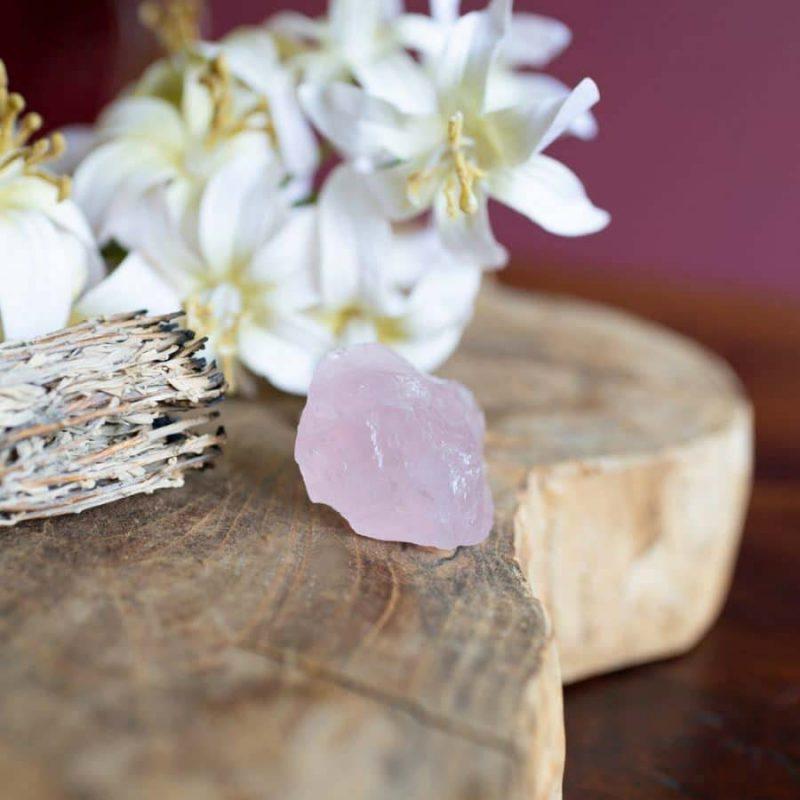 kristallen in huis rozenkwarts