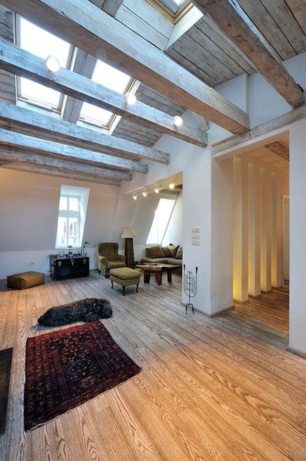 l-vormige woonkamer houten vloer