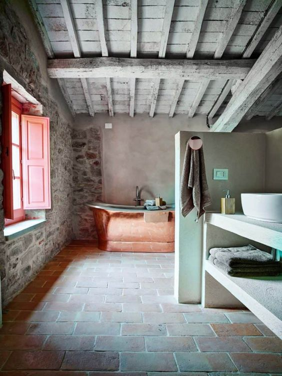 Landelijke badkamers voorbeelden koperen bad