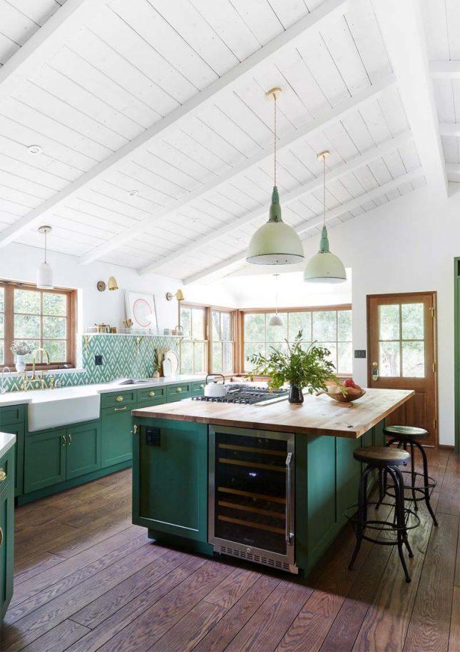 landelijke smaragdgroene keuken