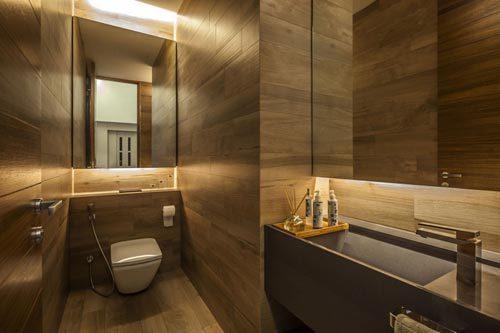 Langwerpig toilet met luxe design