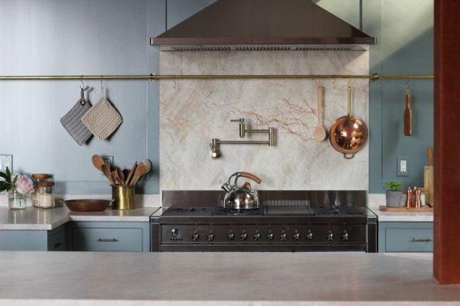 lichtblauwe keuken composiet werkblad