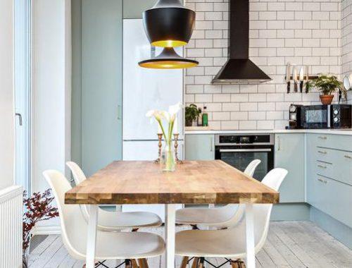 Lichtblauwe L-vorm keuken