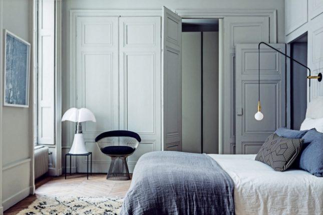 Lichte klassieke slaapkamer van interieurontwerpers Pierre en ...