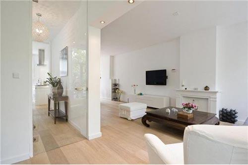 Lichte woonkamer met handige idee n interieur inrichting for Interieur ideeen gang