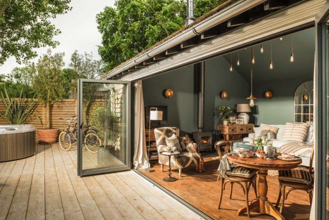 living inspiratie openslaande deuren naar tuin