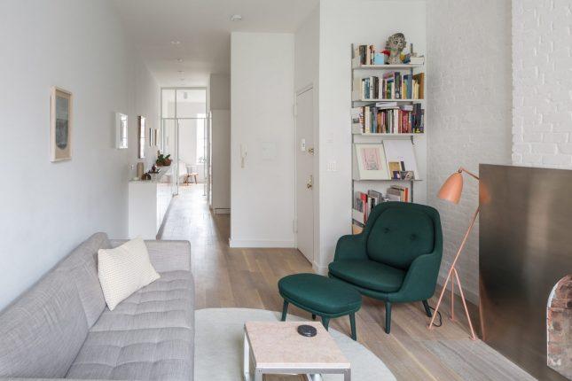 living inspiratie smalle kleine woonkamer groen fauteuil