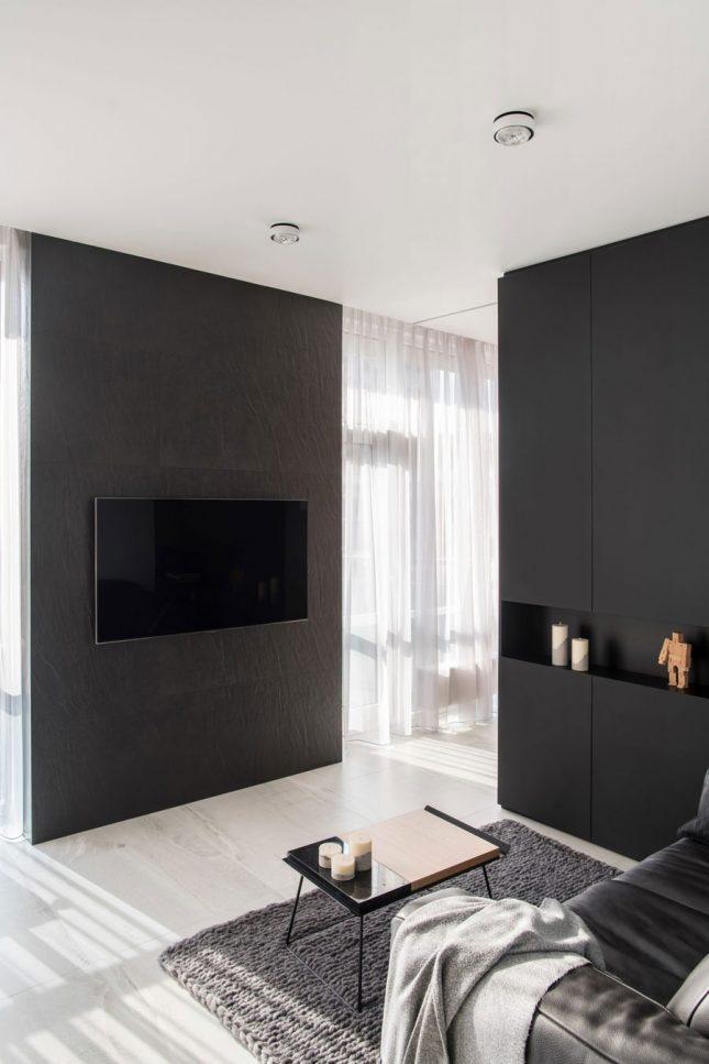 living inspiratie tv aan betegelde muur