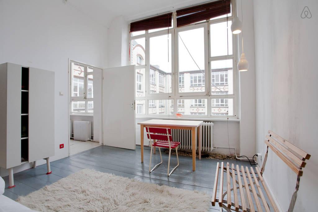 Loft studio appartement om te wonen te werken en te overnachten interieur inrichting - Huis loft ...