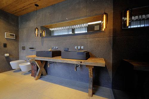 Luxe badkamer van chalet in oostenrijk interieur inrichting - Modern chalet interieur ...