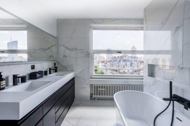 Luxe badkamers voorbeelden wit marmer