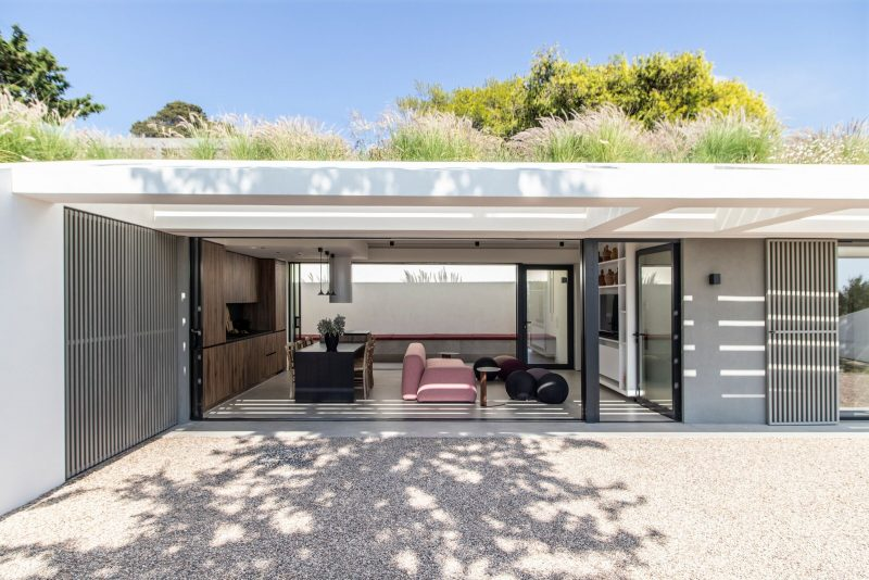 luxe tuinhuis glazen schuifwand secret garden house