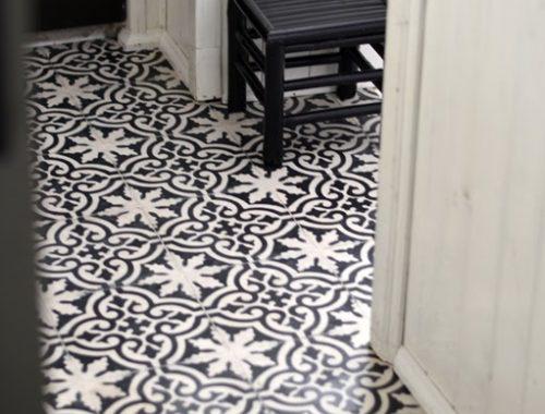 Kleurijke Marokkaanse Inrichting : Marmoleum vloer in de hal Interieur ...