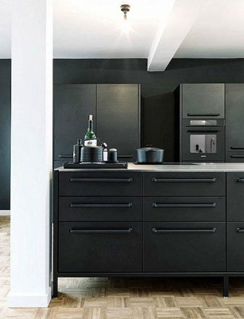 Keuken Wit Mat : Minimalistische mat zwarte keuken zonder bovenkasten.